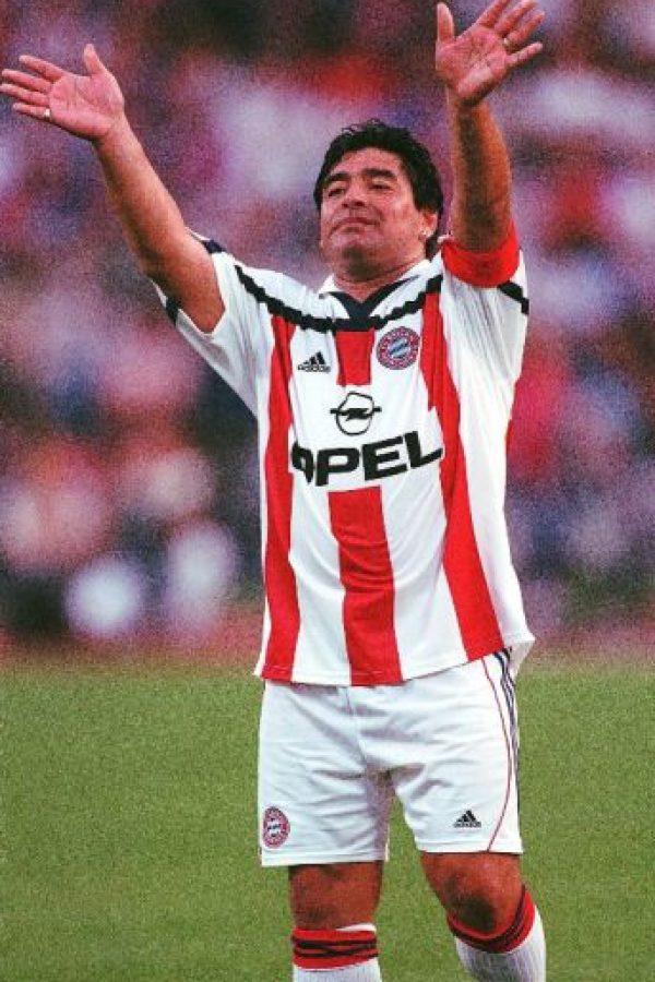 Después de su retiro de las canchas, Maradona no se dedicó a algo en particular, sino alternó varias actividades en las que se encuentran comentarista deportivo, conductor de televisión, entrenador de fútbol, directivo, principalmente. Foto:Getty Images
