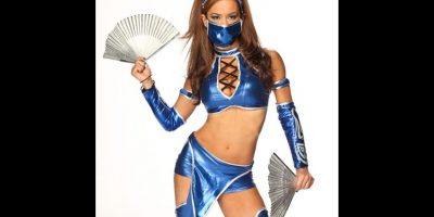 """AJ Lee como """"Kitana"""" de Mortal Kombat. Foto:WWE"""