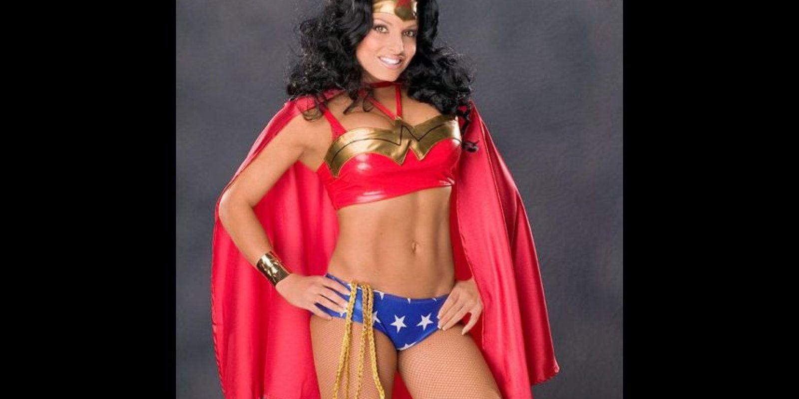 """Trish Stratus como la """"Mujer Maravilla"""" Foto:WWE"""