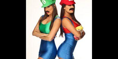 """Las hermanas Bella como """"Mario"""" y """"Luigi"""" de Super Mario Bros. Foto:WWE"""
