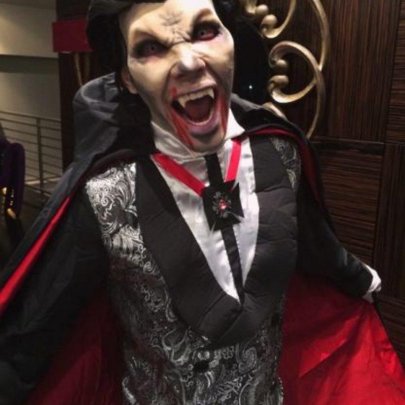 El cantante latino lució como un escalofriante vampiro. Foto:vía instagram.com/princeroyce