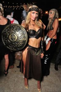 La socialité lució su figura en el traje de una gladiadora. Foto:Getty Images