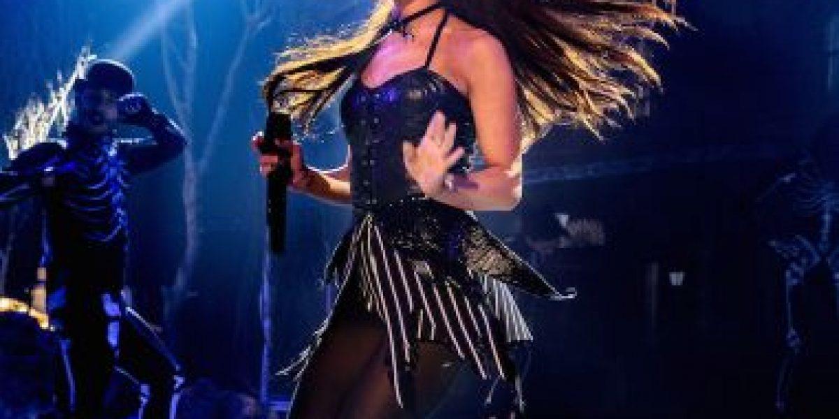 Ariana Grande es atacada por fanáticos en pleno concierto