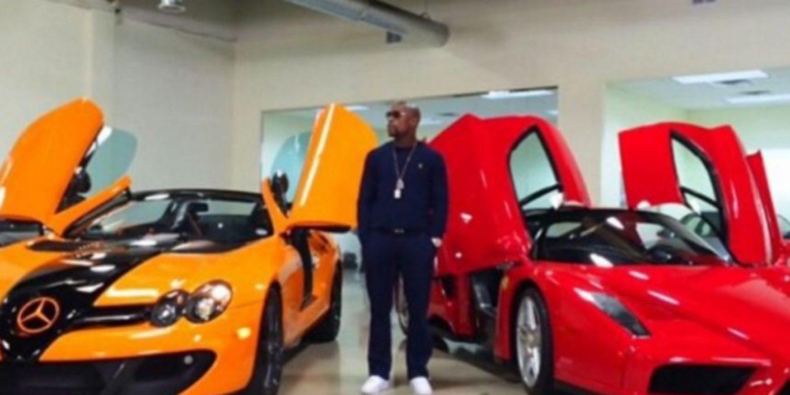 Tiene una exclusiva flota de automóviles, que incluyen Buggati Veyron, Buggatti Gran Sport, dos Ferrari y un Lamborghini, entre otros. Foto:instagram.com/FloydMayweather