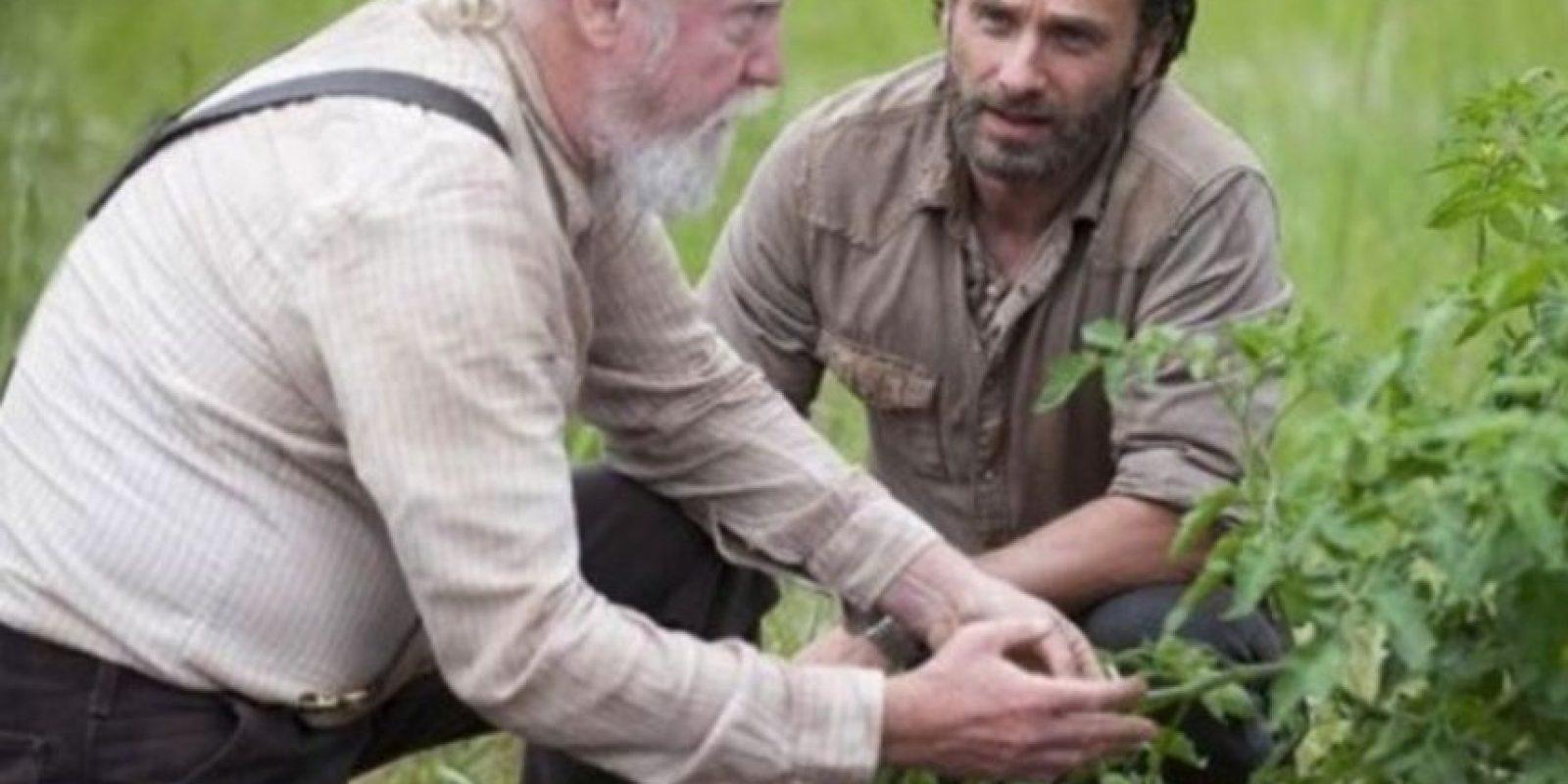 """El granjero y médico veterinario, padre de """"Maggie"""" y """"Beth"""", se distinguió por su sabiduría y tener gran interés en conservar la moral y ética en el grupo Foto:AMC"""
