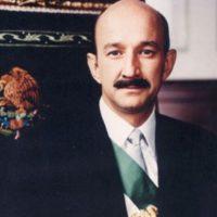 Era un político mexicano, presidente de la República entre 1988 y 1994 Foto:Pinterest
