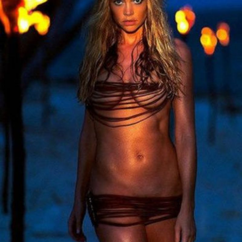 "La hermosa actriz Denise Richards es la chica Bond de la película ""The World is not enough"" Foto: Vía imdb.com"