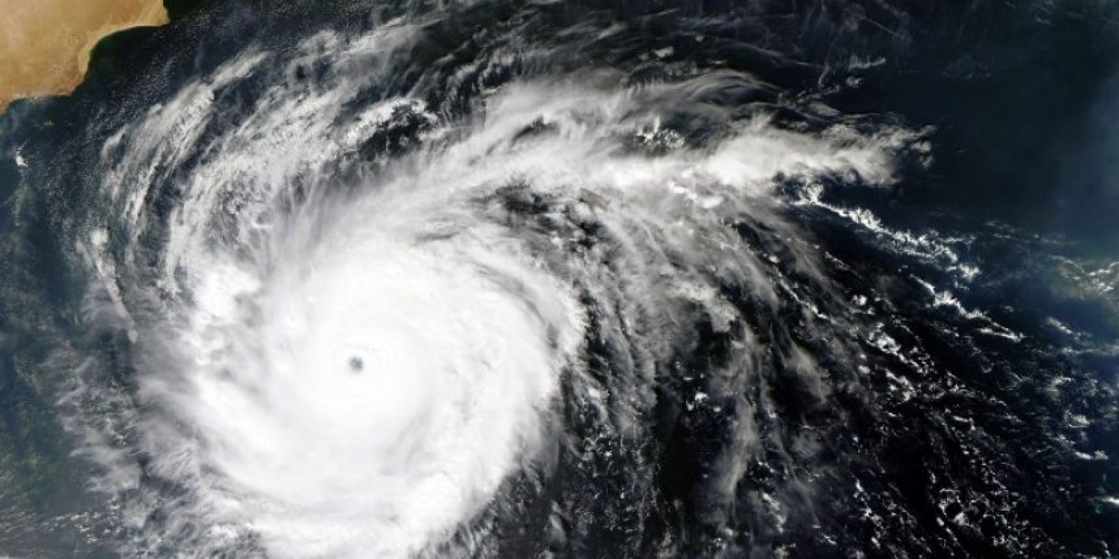 """""""Tenemos una temporada de huracanes categoría 5 que podría durar hasta 2018 – 2020"""", nos explica el investigador Velasco. Foto:AFP"""