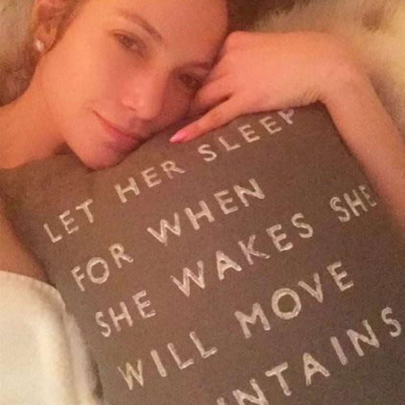 Jennifer ha dicho varias veces que ella trata de dormir bien y de no consumir alcohol para lucir una piel saludable y mantenerse bella. Foto:Instagram/jlo