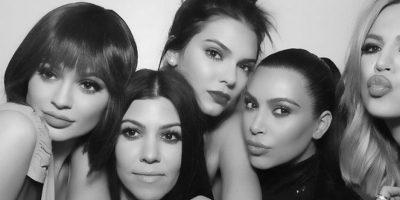 Las hermanas Kardashian se caracterizan por mostrar de más con sus outfits. Foto:Instagram/kimkardashian
