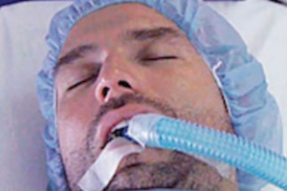 """Medios mexicanos aseguran que el actor fue internado el pasado 27 de octubre. El intérprete de """"Aurelio Casillas"""" llegó inconsciente y estuvo en terapia intensiva en el Hospital Español de la Ciudad de México por un cuadro de intoxicación de alguna droga. Foto:Telemundo"""
