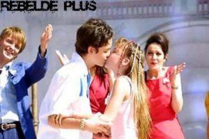"""Su primer beso fue con Christopher Uckermann en la telenovela """"Aventuras en el Tiempo"""". Foto:Twitter"""