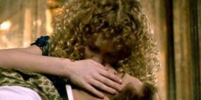 """""""Entrevista con el Vampiro"""" fue la película idónea para que Kirsten diera su primer beso con tan solo 12 años con Brad Pitt. Foto:Pinterest"""