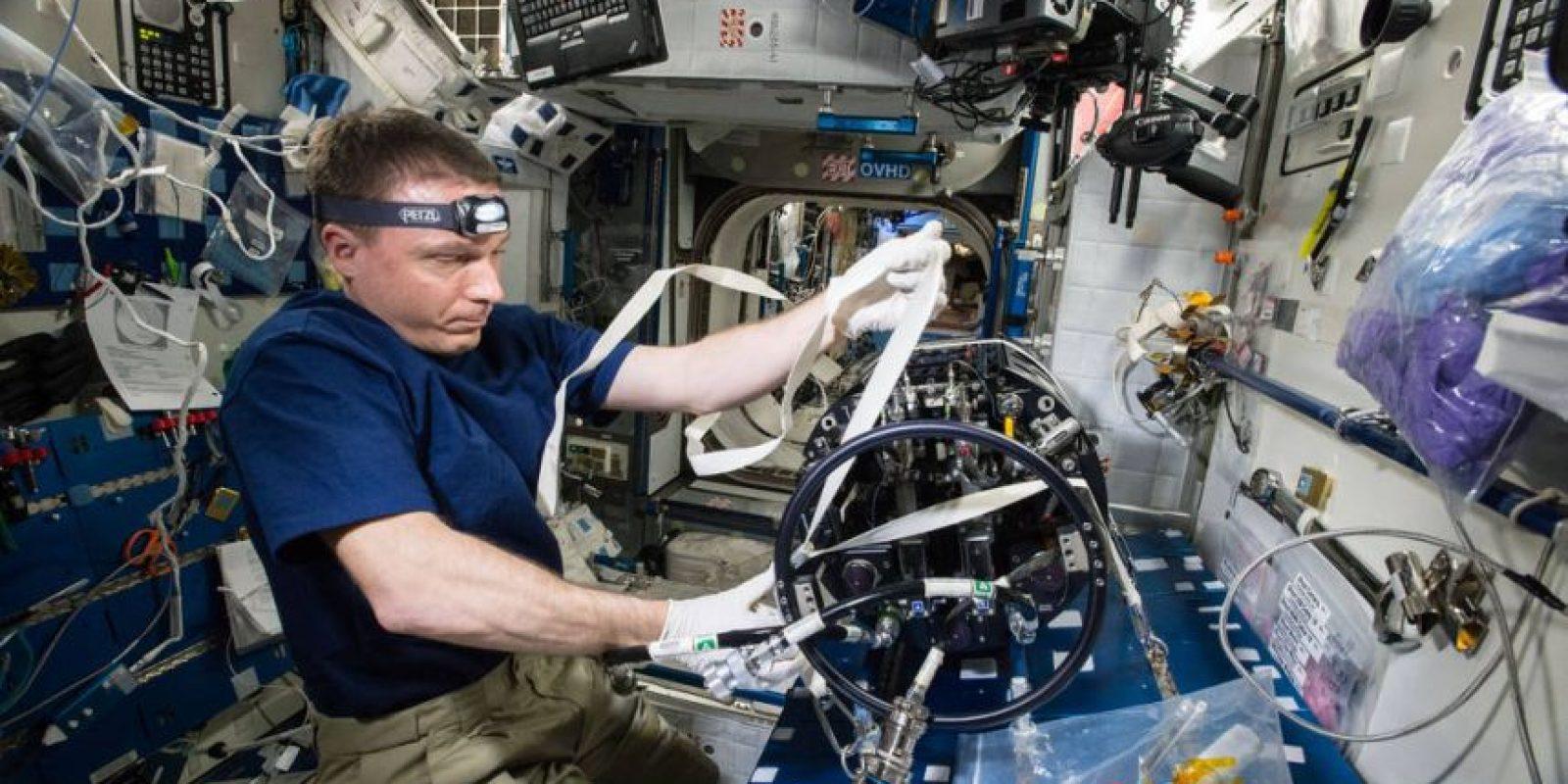 El astronauta Terry Virts es encargado de analizar el funcionamiento de la nave espacial para en un futuro mejorarlas. Foto:Vía nasa.gov