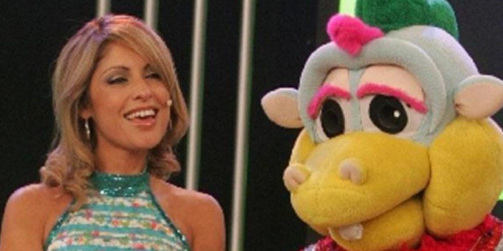 """Karina Rivera y Ricardo Bonilla eran los protagonistas de un programa en el que se vieron programas de animación japonesa y también """"El Chavo del 8"""". Este programa se llamó """"El Show del Chavo"""". Foto:vía América TV"""
