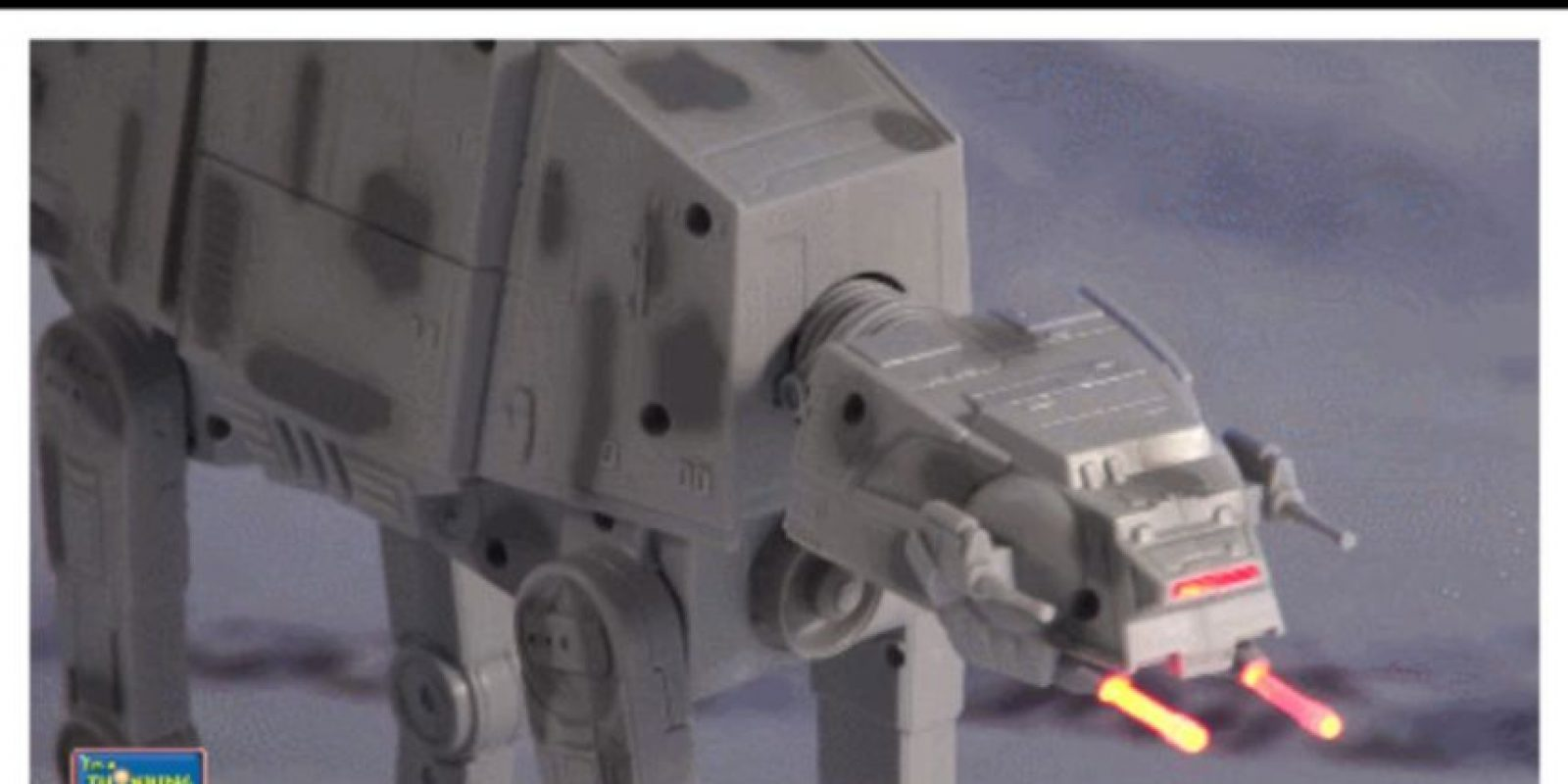 "Robot ""AT-AT"" con control remoto Foto: Thinkway Toys"