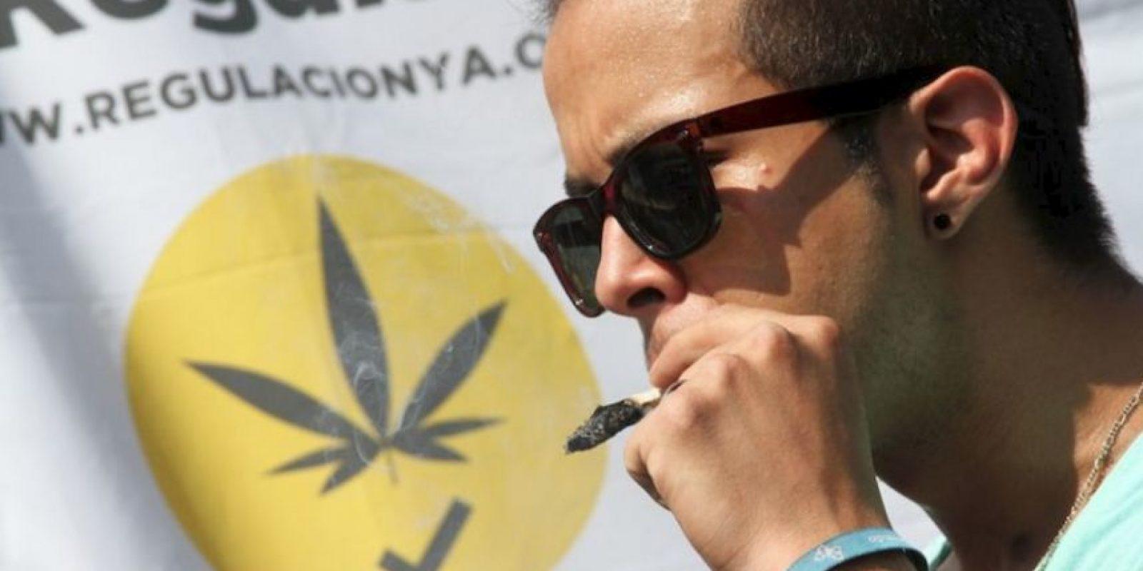 Manifestantes fumaron marihuana a las afueras de la Corte. Foto:Nicolás Corte/Publimetro