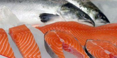 3. LO QUE SE DICE: El salmón por su alto contenido de ácidos grasos omega 3 es un alimento ideal para bajar el colesterol y bajar de peso. Foto:Wikimedia