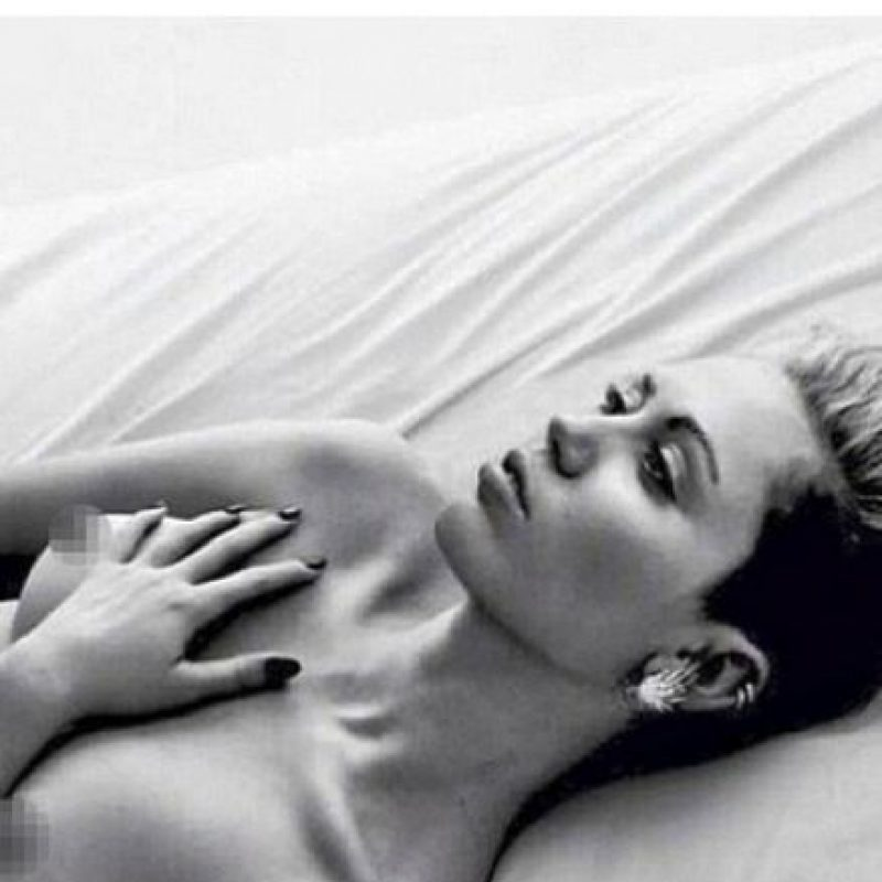 """La cantante posó desnuda para apoyar la polémica campaña """"FreeTheNiple"""" (""""libertad de pezones""""), sin embargo tuvo que eliminarla, horas después, por la censura de Instagram. Foto:vía instagram.com/mileycyrus"""