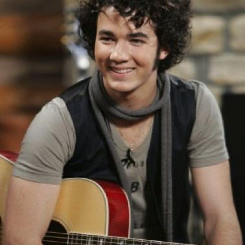 """El mayor de los Jonas le dio vida a """"Jason"""", el baterista de """"Shane Grey"""". Foto:Disney"""