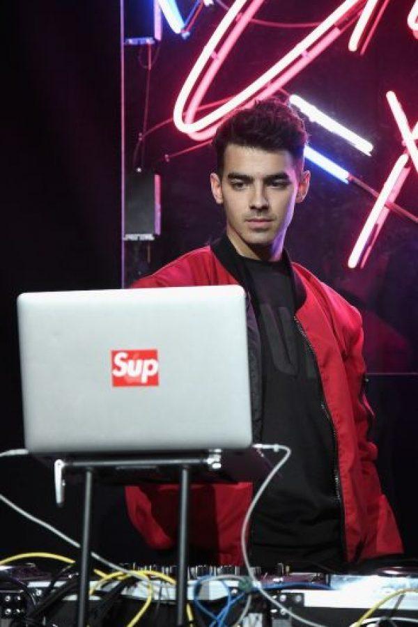 Tras la separación de los Jonas Brothers, se lanzó como DJ. Foto:Getty Images