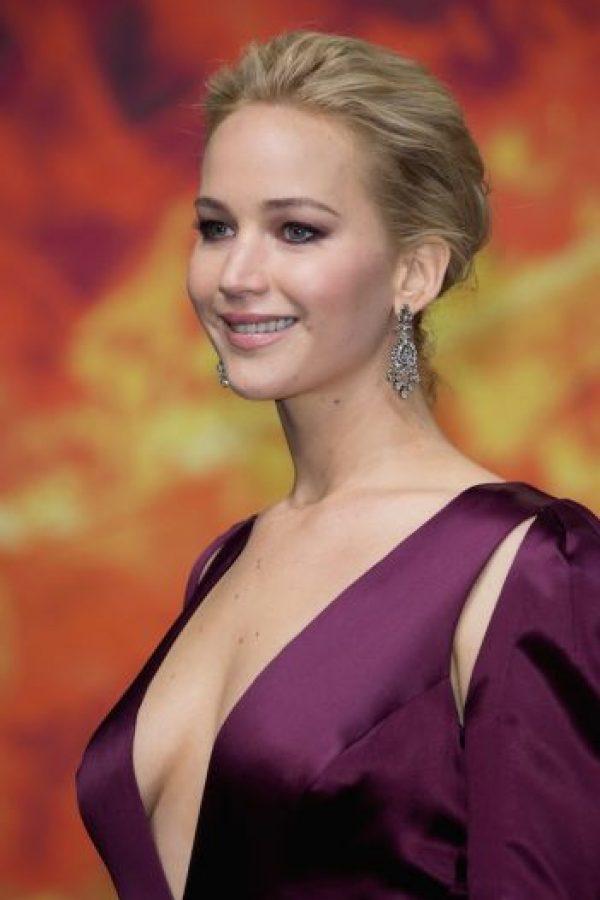 """El pasado 4 de noviembre, durante el estreno de """"Sinsajo parte 2"""" en Berlín, se robó toda la atención con este escotado vestido púrpura Foto:Getty Images"""
