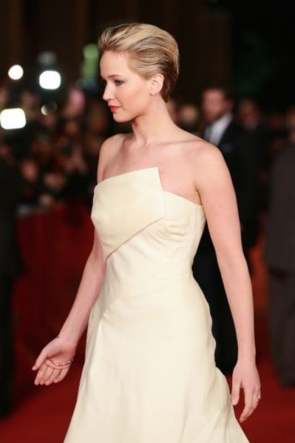 Tambien en 2013, llegó al Festival de Cine de Roma con este vestido largo, color beige, de escote cruzado. Foto:Getty Images