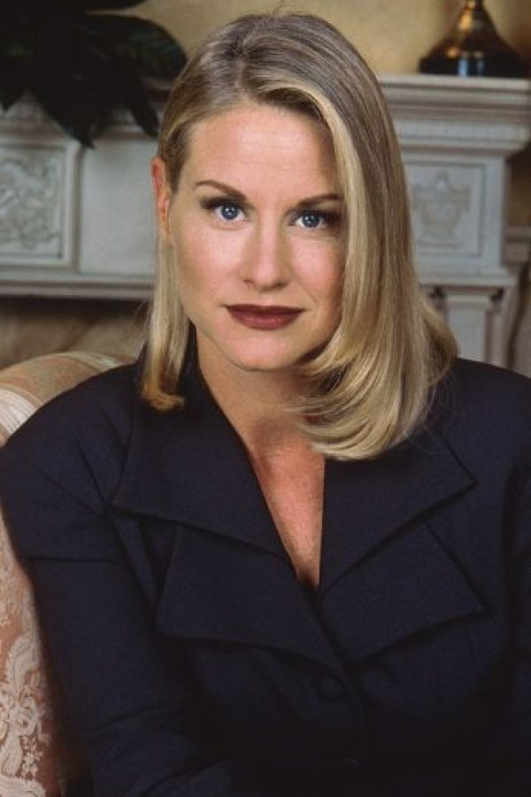 """Lauren Lane era """"C.C Babcock"""", la malvada socia de negocios de """"Maxwell"""". Rica, fría, malvada y egocéntrica, quiere a su socio para ella. Foto:vía TriStar Television"""