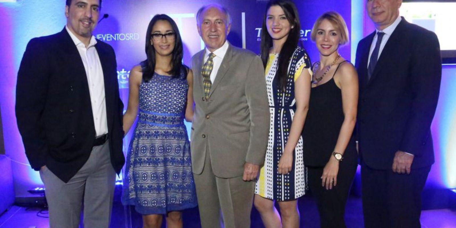 Alejandro Alonso, Mariam Castillo, Carlos Alonso, Pamela Mancebo, Karla Alonso y Jose Pérez
