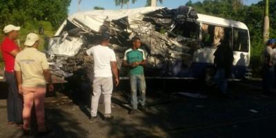 Un muerto y 25 heridos, saldo final de colisión entre autobuses en Bávaro