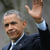 """Durante su campaña de 2008, Obama habló de las dificultades que tuvo su madre como paciente de cáncer para que su seguro médico cubriera el tratamiento. Sin embargo, la periodista de """"The New York Times"""", Janny Scott, desmintió esa versión e indicó que hubo una disputa pero que la aseguradora reembolsó el dinero a la señora Obama sin problemas. Foto:Getty Images"""