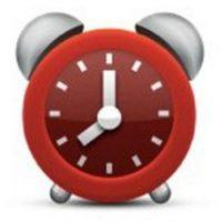 Aunque parece un reloj normal, en realidad tiene una seria falla. No es posible distinguir la hora que marca debido a que la manecilla pequeña se encuentra entre el 7 y el 8. Foto:Pinterest