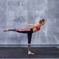 Estos movimientos se repiten 12 veces. Foto:victoriassecret.com