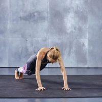 Este serie debe ser continua y se sugiere realizar 15 repeticiones. Foto:victoriassecret.com