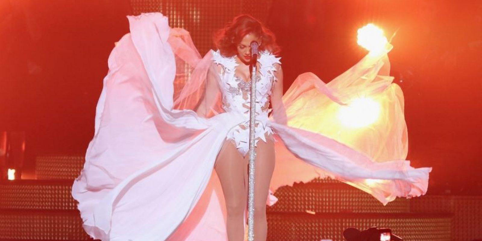 Jennifer López fue una de las grandes estrellas del festival musical iHeart Radio Fiesta Latina. Foto:Getty Images