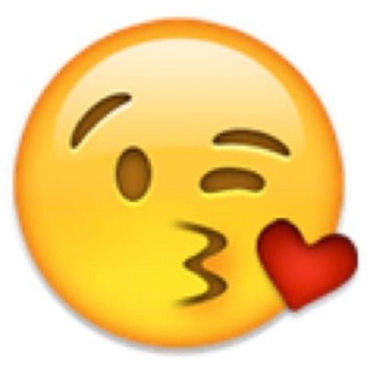 4- Beso con corazón en iOS. Foto:vía emojipedia.org