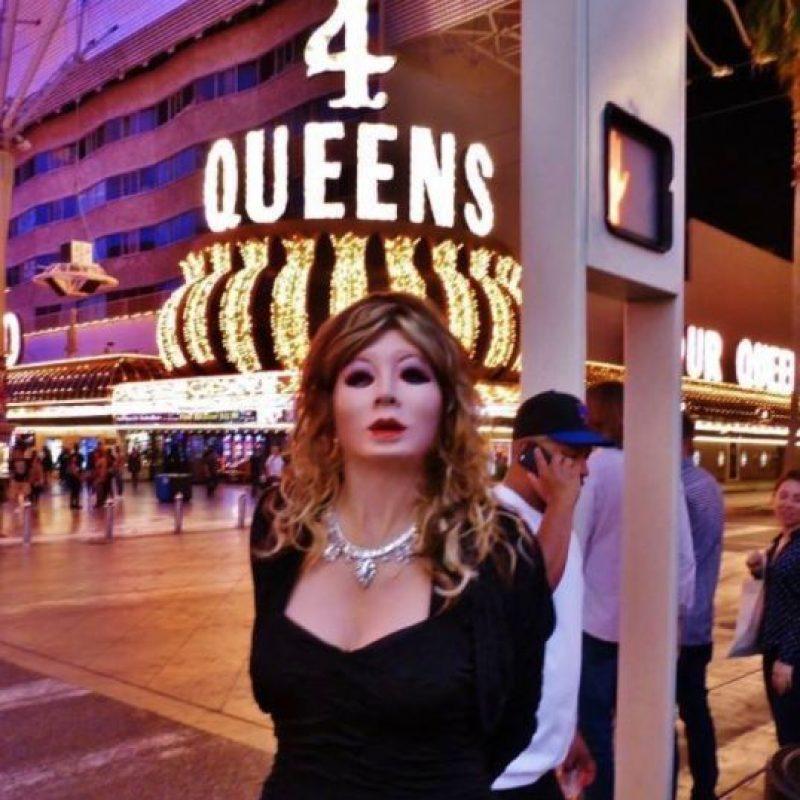 Robert Sherry, un hombre heterosexual que gusta vestirse como muñeca de látex. Foto:Vía Facebook.com/docrobbysherry