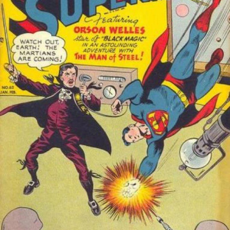 """Orson Welles (director de cine y locutor que llenó de pánico a la gente en los años 40 al narrar """"La Guerra de los Mundos""""), también apareció en Superman. Foto:vía DC Cómics"""