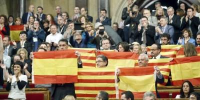 Parlamento catalán decide independizarse de España