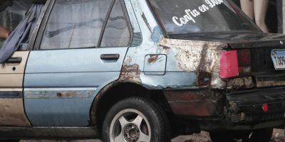En la capital circulan decenas de miles de vehículos que ponen en peligro a los pasajeros. / Roberto Guzmán