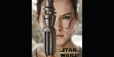 "Daisy Ridley como ""Rey"" en nuevo póster de ""Star Wars: The Force Awakens"". Foto:Facebook/StarWars.LATAM"