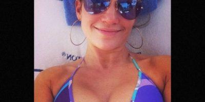 Protector solar: Jennifer ha dicho en varias ocasiones que no sale a la calle sin aplicar antes protector solar, tanto en invierno como en verano, pues el sol envejece mucho Foto:Instagram/jlo