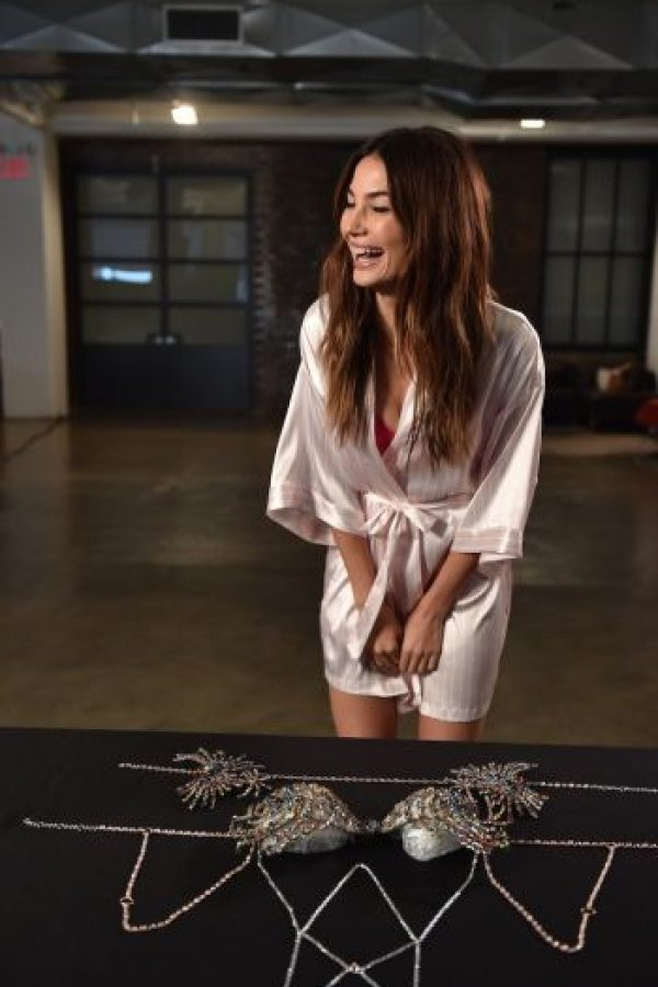 """Lily Aldridge fue la elegida para portar el """"Fantasy Bra"""", el sujetador más caro del mundo en el desfile del Victoria's Secret Fashion Show. Foto:Getty Images"""