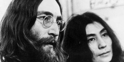 """John Lennon afirmó haber visto un ovni en 1974, cuando estaba con su amante May Pang. Según el mago Uri Geller, el cantante también vio """"aliens"""" en su departamento y estos le mostraron toda su vida. Foto:Getty Images"""
