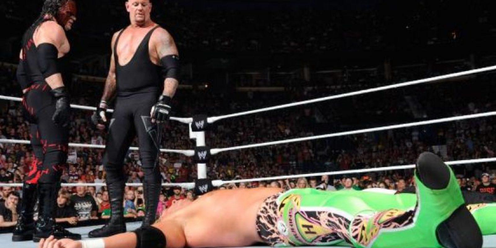 El reencuentro se dio en octubre de 2015 para enfrentarse a Braun Strowman y Luke Harper en la gira de WWE en México. Foto:WWE