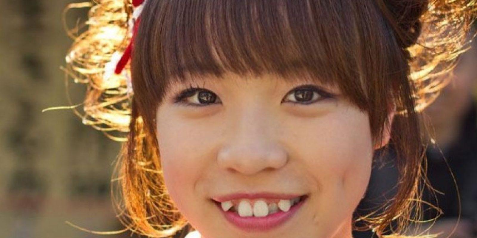 5. Mientras en la mayoría de países se buscan unos dientes rectos, en Japón la tendencia es torcerlos y limar los colmillos para obtener una apariencia juvenil o de adolescentes. Foto:Vía Twitter