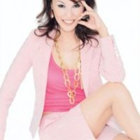 """5. Li Jing es de China, nació siendo hombre, pero a los 22 años decidió someterse a un tratamiento de cambio de sexo y ahora es Regine Wu. Actualmente tiene 53 años y es considerada la """"Reina del rumor"""" en uno de los canales más importantes de Taiwán."""