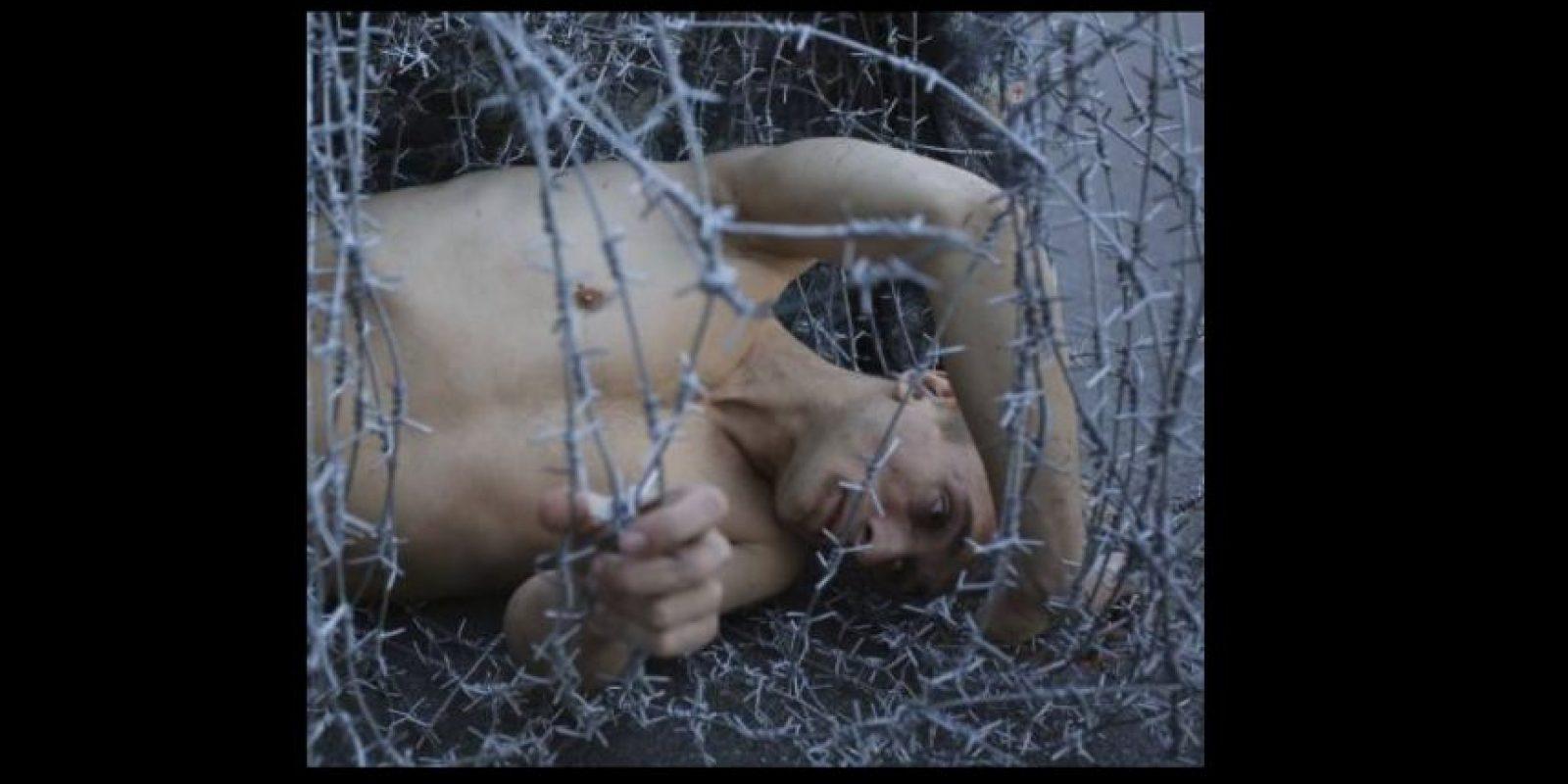 Por el último podría obtener 15 días de cárcel o hasta cinco años. Foto:Vía facebook.com/Petr-Pavlensky