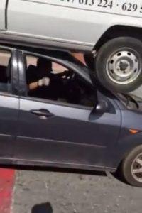 Autos en situaciones impactantes Foto:Vía Youtube