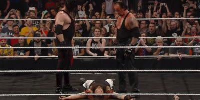 The Undertaker y Kane resurgieron para demostrar que son los únicos que pueden sembrar el terror en la WWE. Foto:WWE